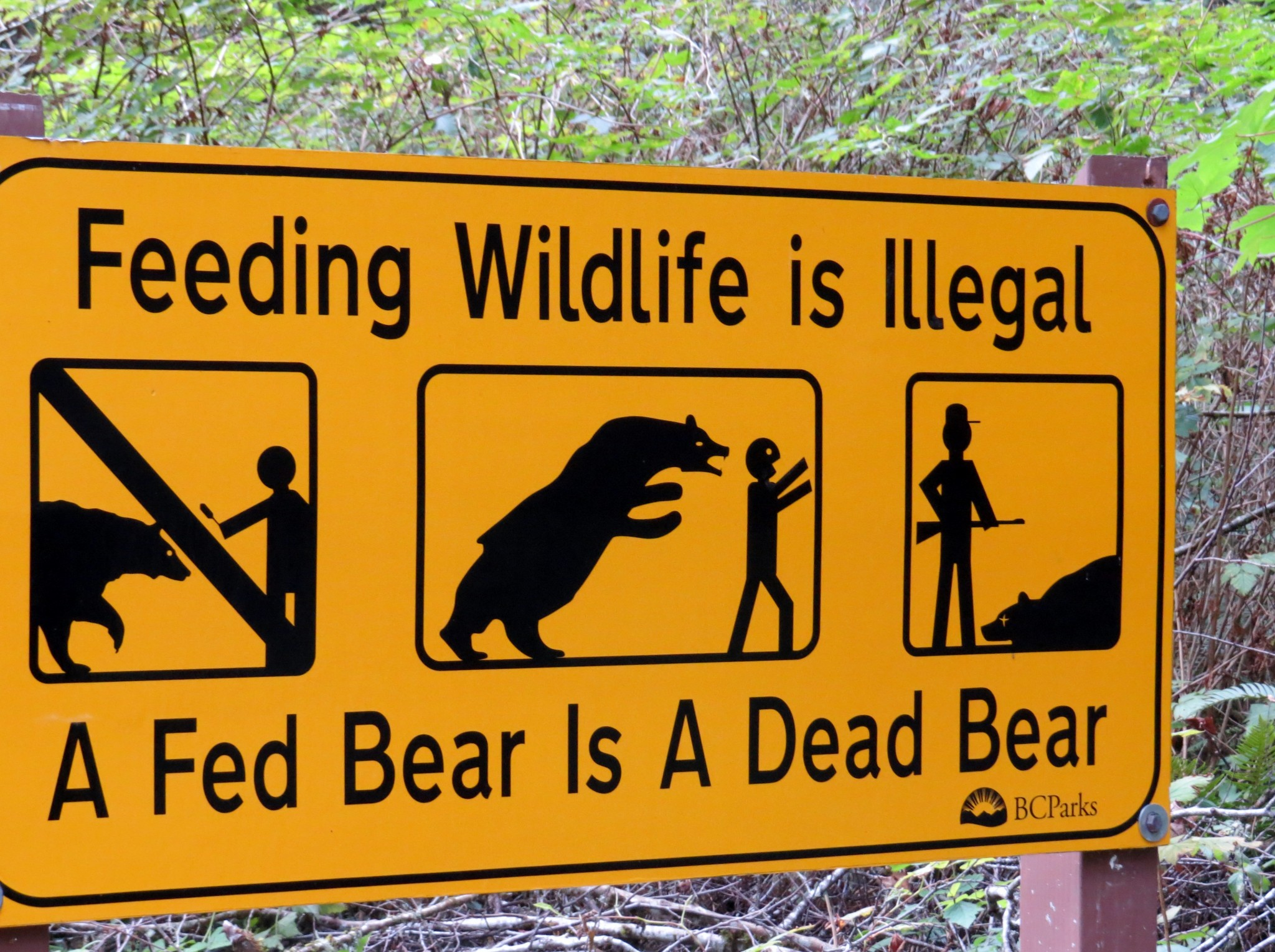 Feeding Wildlife is illegal sign