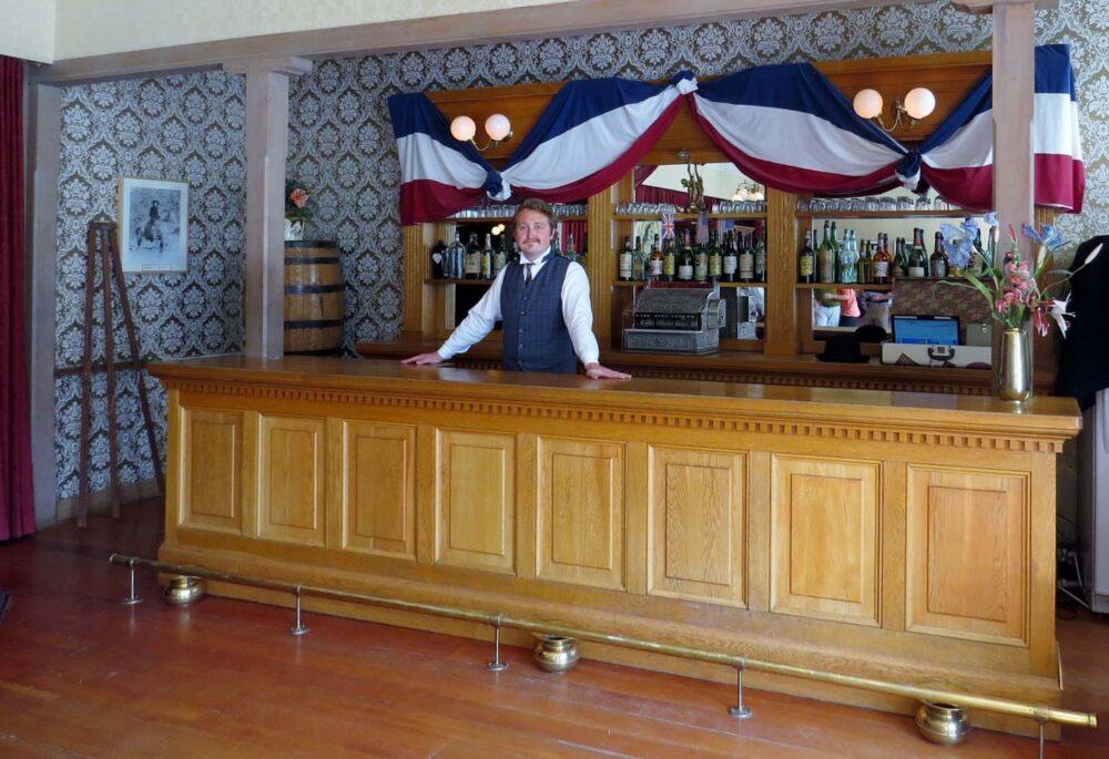 Palace Grand Theatre bar
