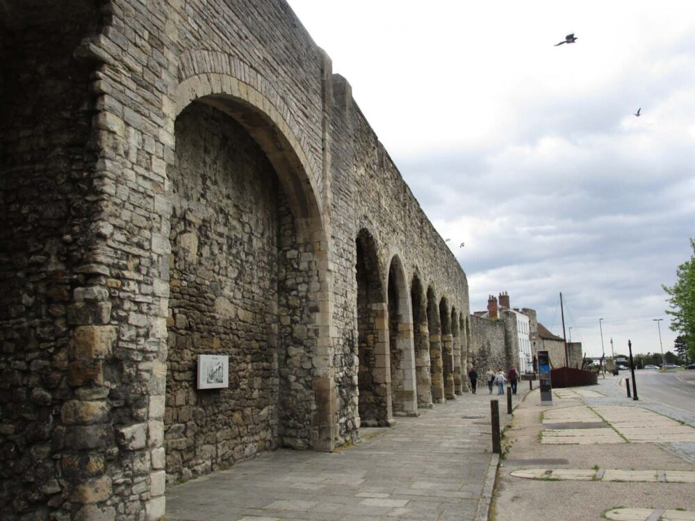 sea shore arch and walls southampton
