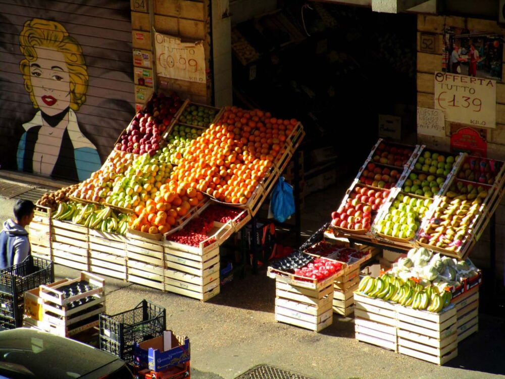 fruit stand rome airbnb apartment