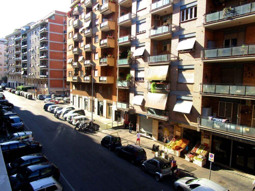 rome airbnb apartment building