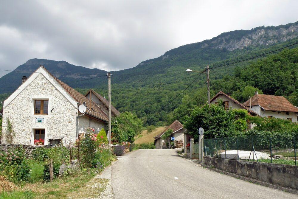 Approaching Saint-Jean-de-Chevelu by road, stone houses