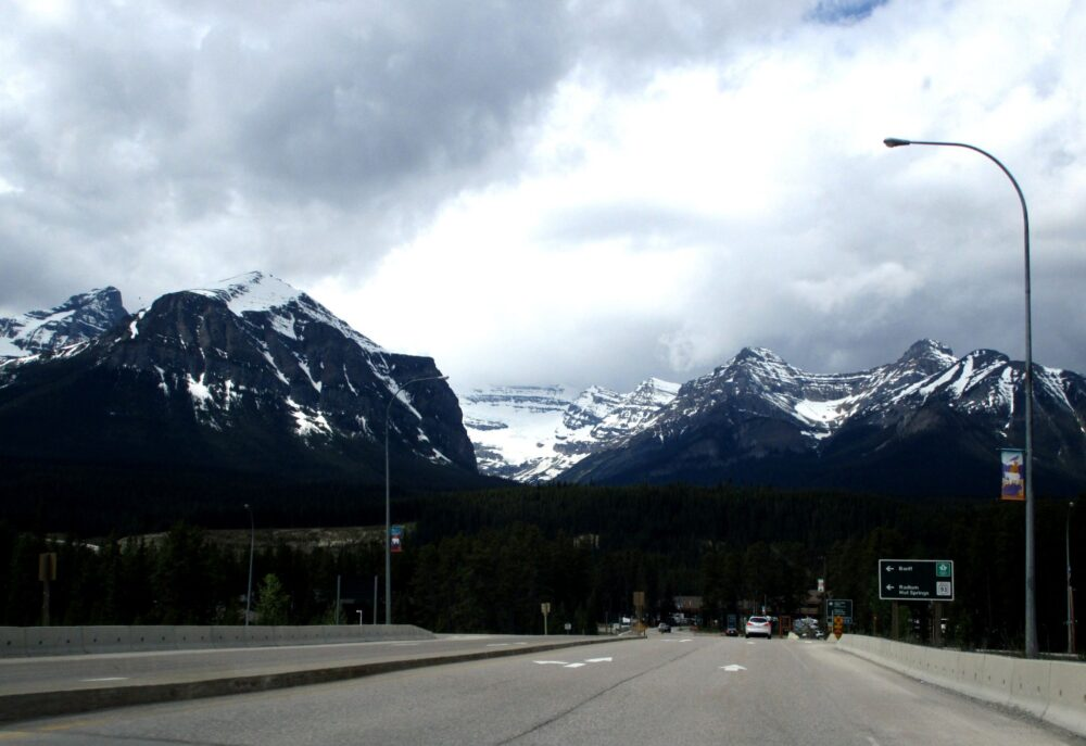 Unmissable Stops on a Canadian Rockies Road Trip: Mountain views from the highway
