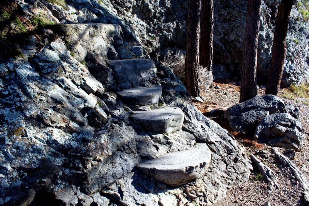 steps rattlesnake island okanagan