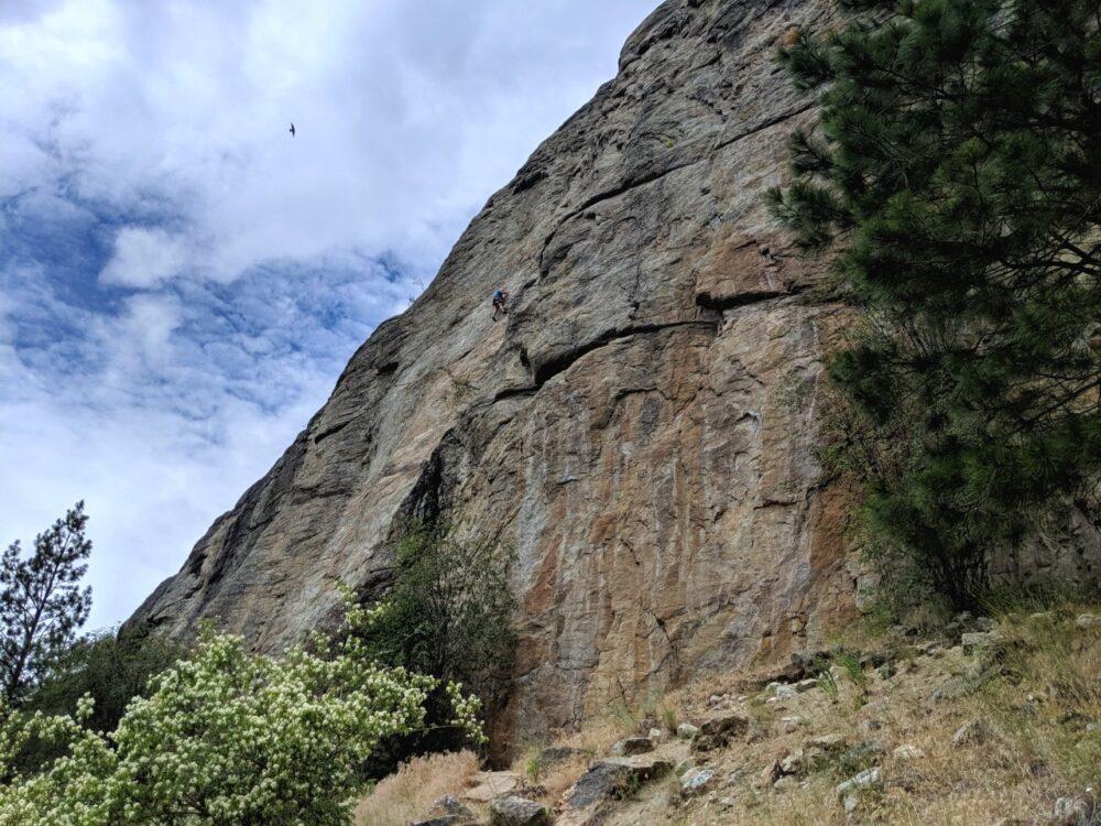 A climber on rock at Skaha Bluffs