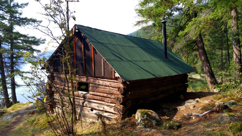 Cove Creek cabin in Valhalla Provincial Park