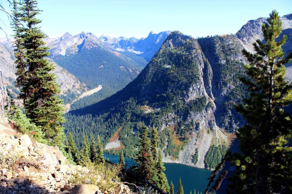 Hiking the Heather-Maple Pass Loop Trail, Washington, USA - Rainy Lake