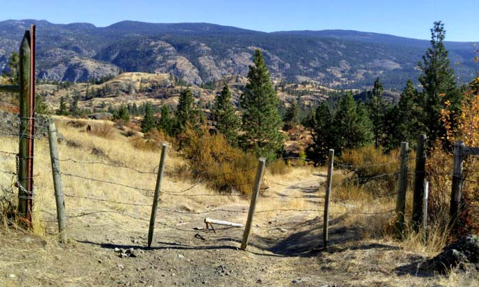 Peach Cliff hike gate near the start of the elevation gain