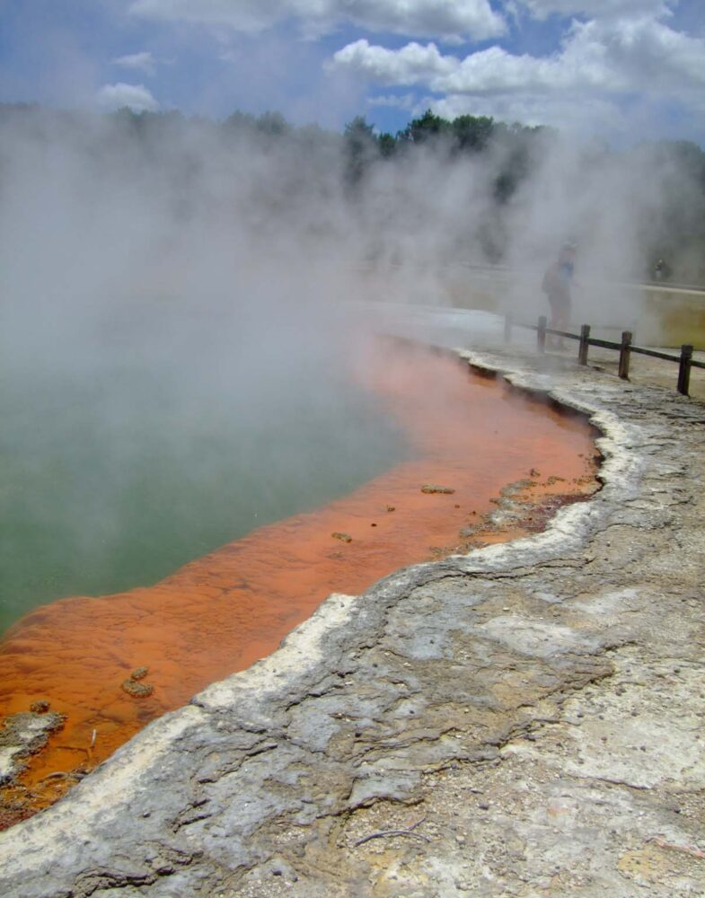 New Zealand Working Holiday Guide -Thermal lakes in New Zealand