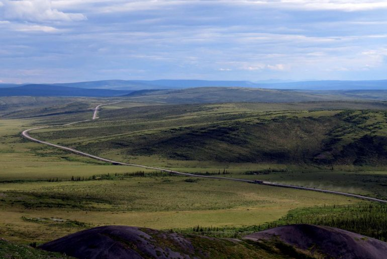 Driving the Dempster Highway to the Arctic Circle - views of the road