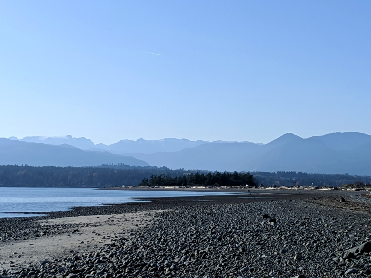 Rocky beach with views of mountains in Comox, Vancouver Island