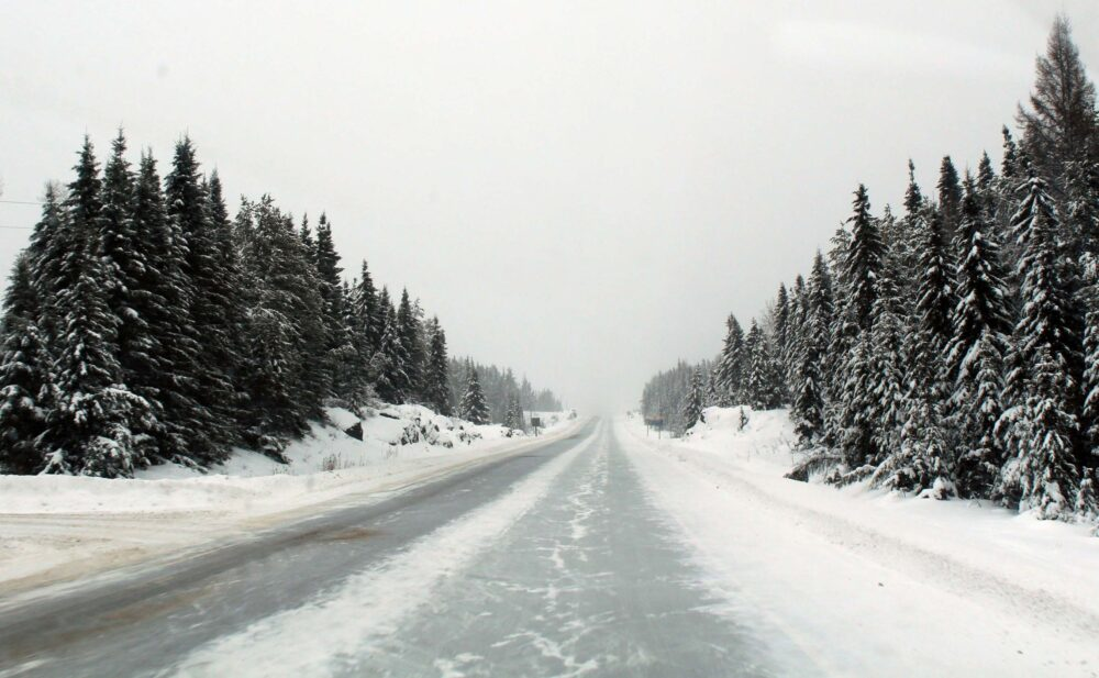 Snowy roads in Canada - an example of driving in winter