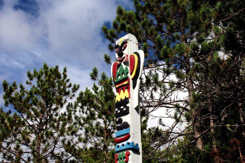 tom thomson totem pole algonquin provincial park