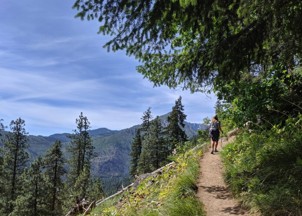 Hiking the Icicle Ridge Trail near Leavenworth, Washington