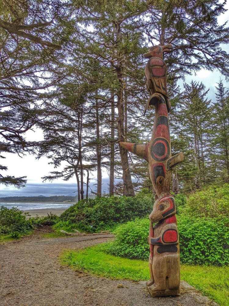 Carved totem pole next to the Nuu-chah-nulth trail