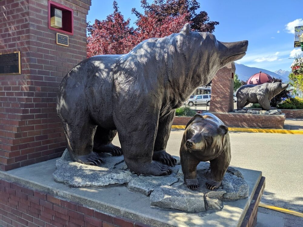 Mother grizzly bear with cub statue located on a plinth at the entrance of downtown Revelstoke