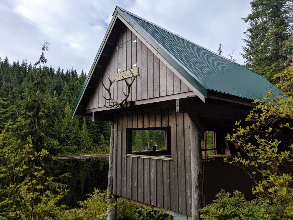 Elk Lake Hut with enclosed sleeping loft and open living area below