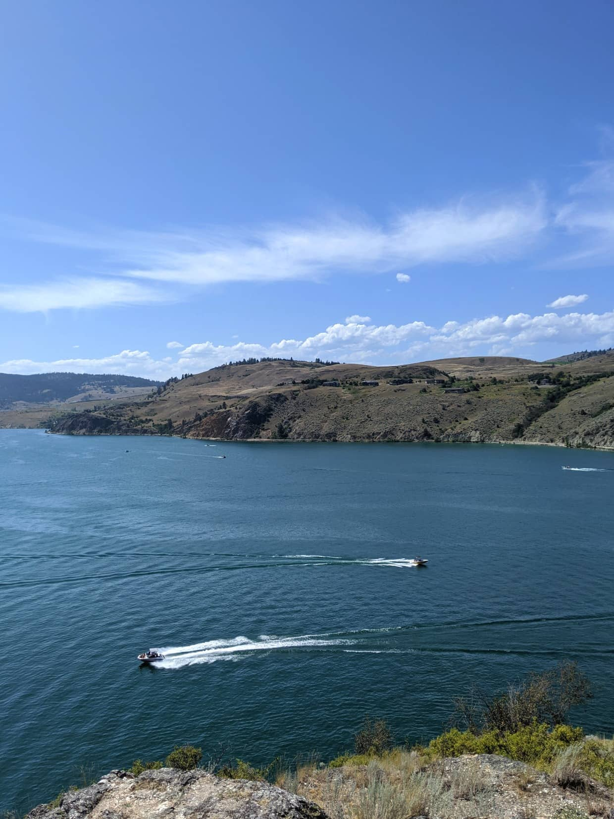 Lookout view of Kalamalka Lake with powerboats passing