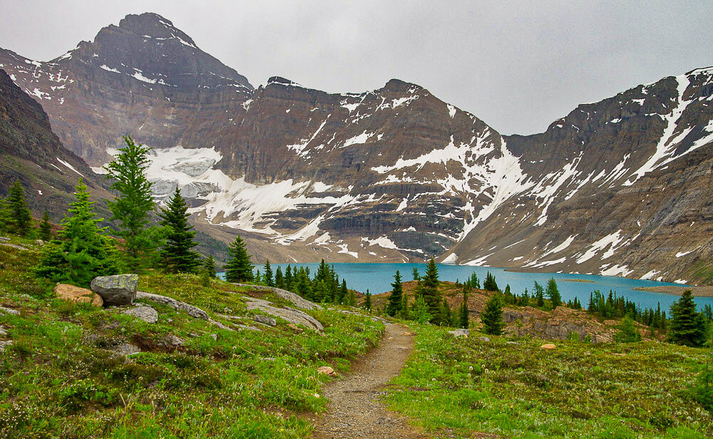 Hiking trail leading to Lake McArthur, a turquoise lake surrounded by mountains