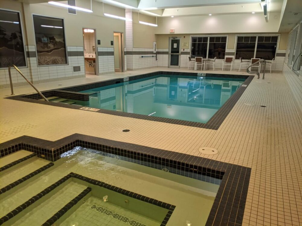 Side view of hot tub and swimming pool at Mountain View Inn